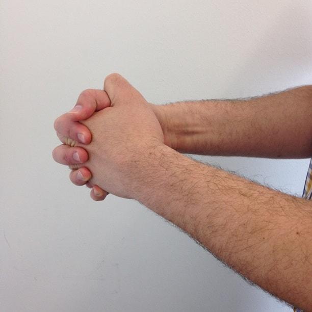 Körpersprache Hände Falten